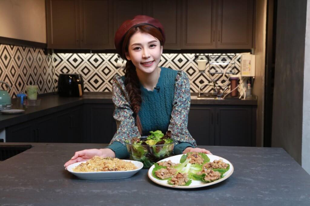 茹素七年的施匡翹,示範了三款素食,包括生菜包、素肉炒飯和牛油果沙律。