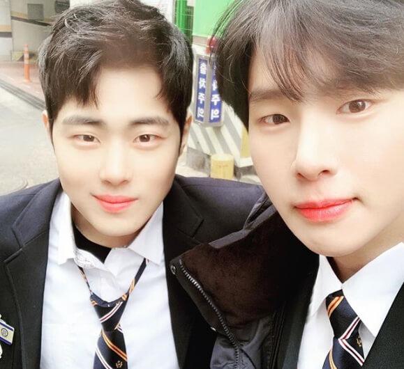 趙炳圭(左)與金東希曾在《天空城堡》中合演雙胞胎兄弟,如今更一同捲入校園欺凌醜聞。