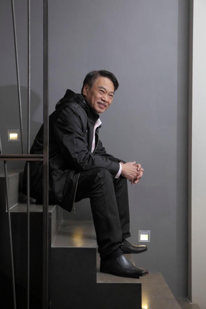 患上肝癌的吳孟達,現時身在香港醫院接受化療,他有三頭家,育有五名子女。