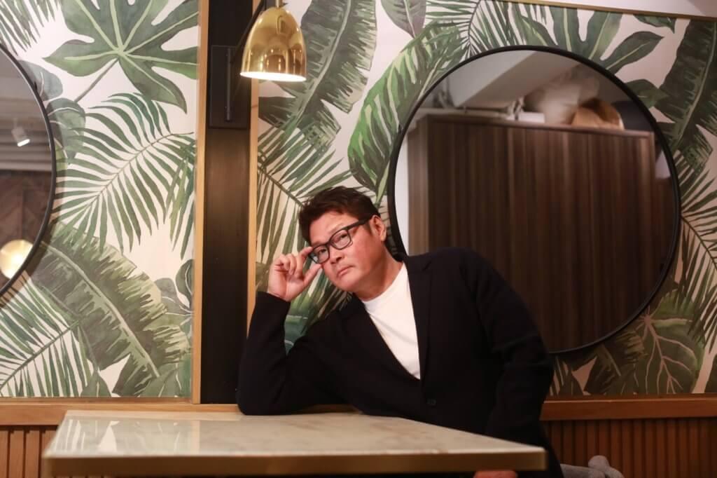 周文健曾赴澳門打理賭廳,一做便十年,現時主要在澳門和珠海兩邊走。