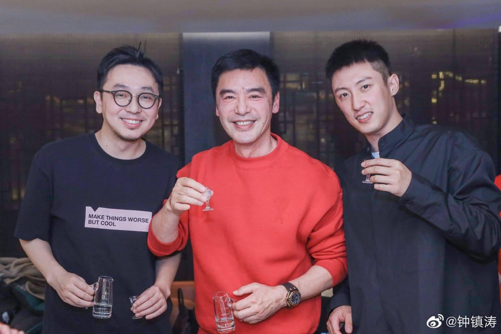 內地演員黃景瑜(右)也有向鍾鎮濤祝賀