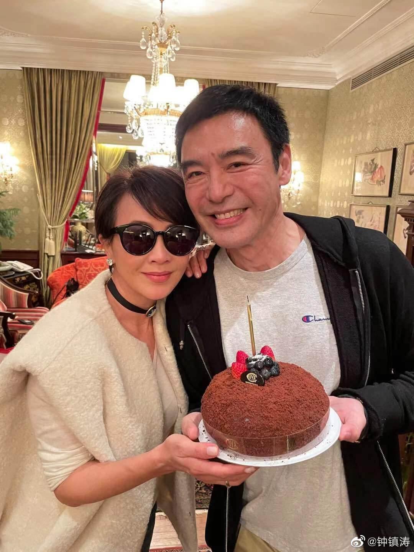 劉嘉玲前天於IG曬出與鍾鎮濤合照,率先送祝福,並寫道:「Happy Birthday BGG!」
