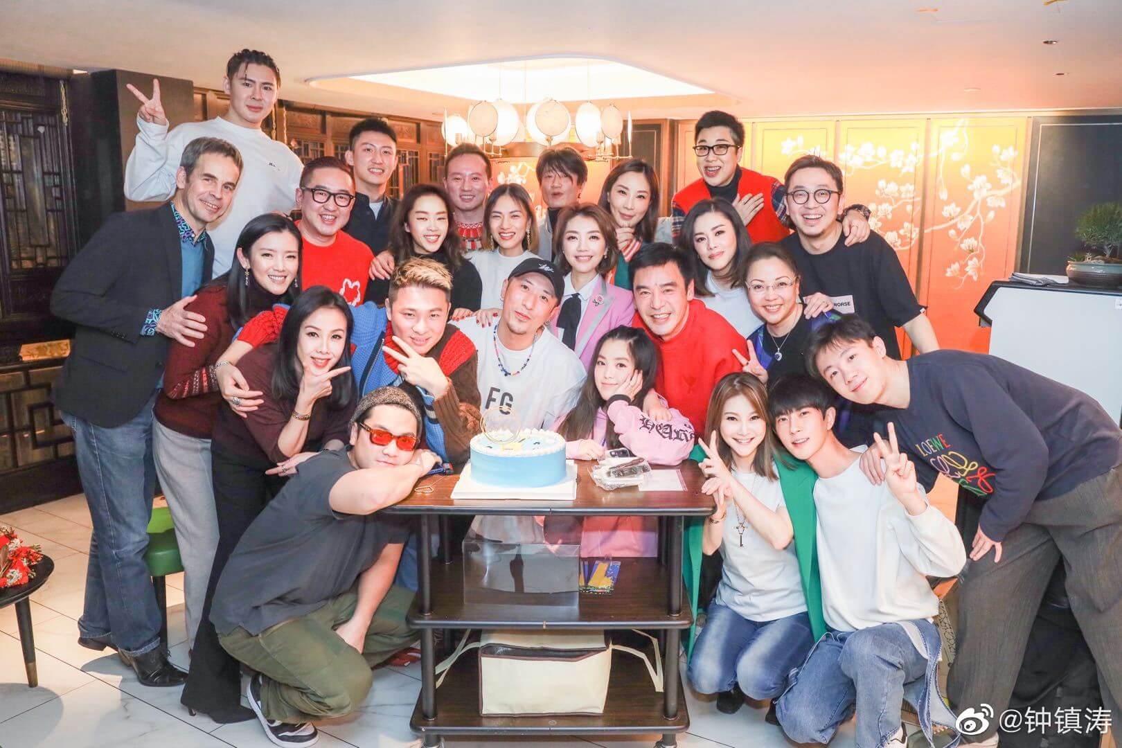 鍾鎮濤分別與不同好友度過68歲生日