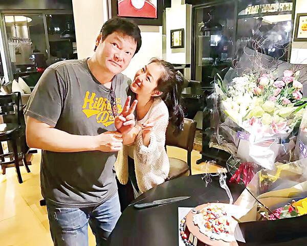 周文健與太太孫婷結婚十五年,夫妻恩愛。