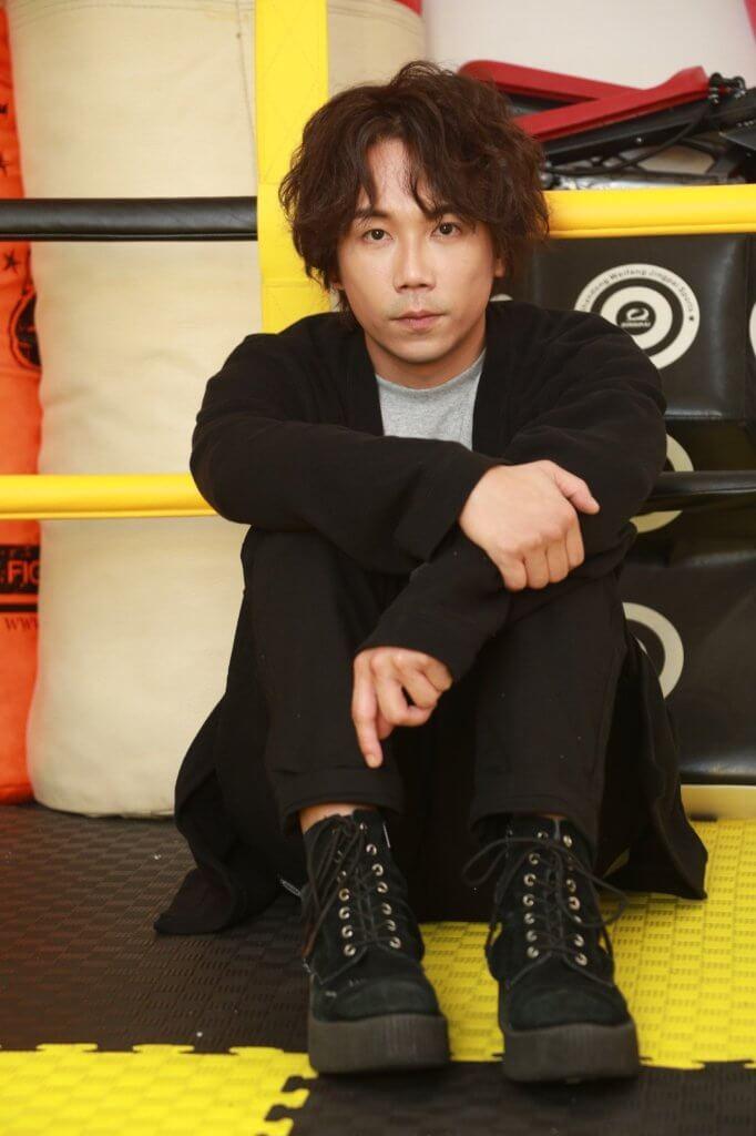 趙善恆演藝學院出身,做過編劇、導演、演員和歌手,涉獵多個範疇。