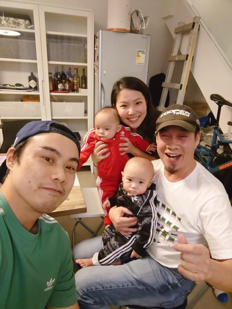 白彪的兒子現時在香港工作,兒媳去年誕下一對龍鳳胎,長得精靈可愛。