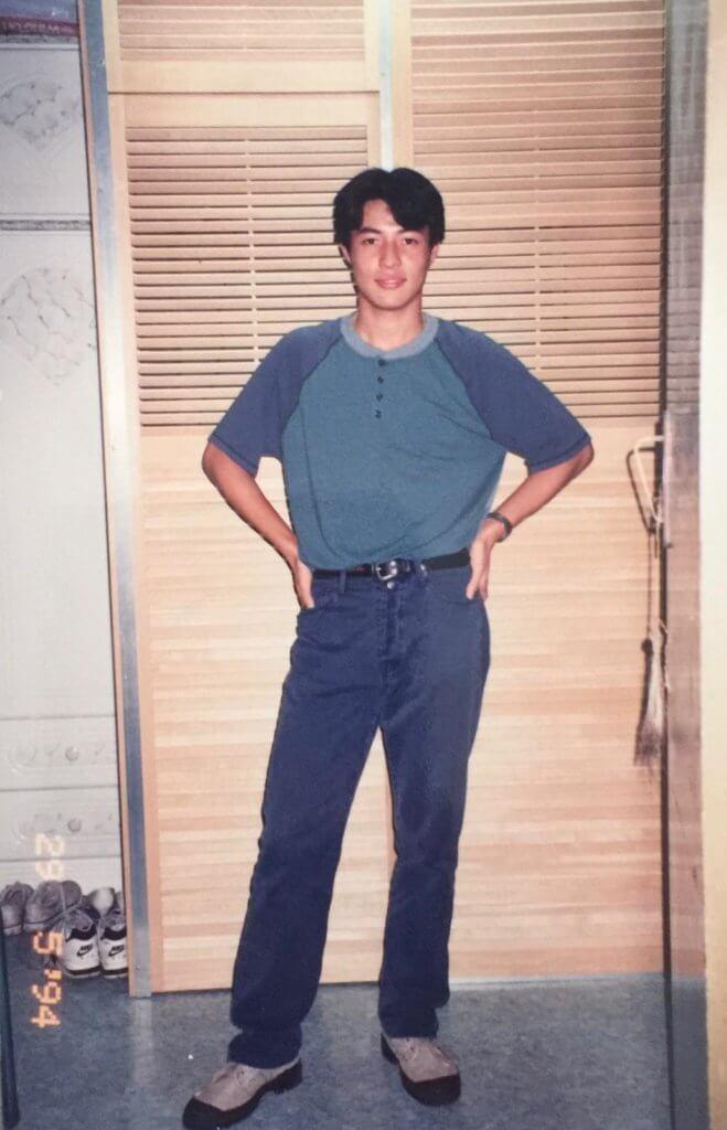 張達倫少年時高高大大,他未入娛樂圈前做過模特兒。