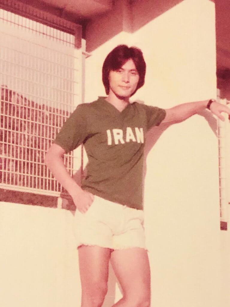張國強75年代表香港對伊朗作賽後交換的國家球衣,那年的溫拿髮型。