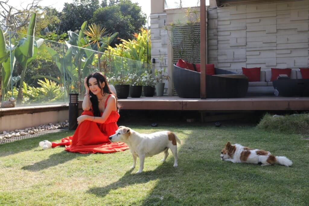溫碧霞慶幸每次養狗也能陪伴牠們終老,身體很健康。
