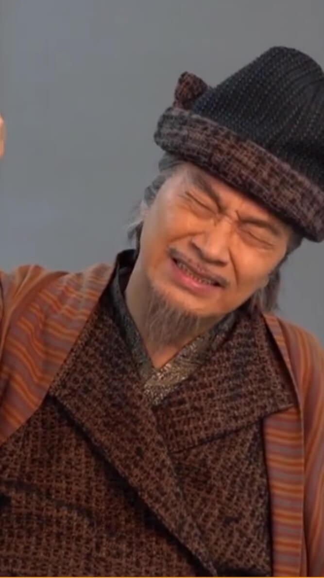去年底,達哥在內地為《少林寺之得寶傳奇》拍海報時,曾經突然心口不適,面露痛苦。