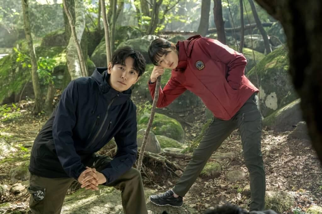 能見到鬼的朱智勛,究竟在山中有什麼奇遇?全智賢又會跟他有什麼交織?