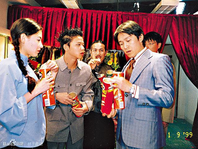 子善參加電影《喜劇之王》招幕入行,其獨特的「洪爺」聲線,獲周星馳賞識。