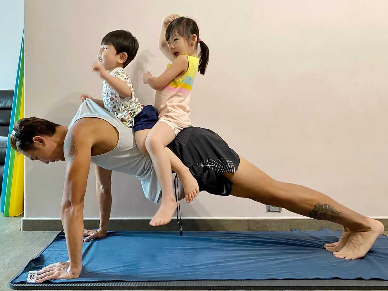 疫情期間只可以留家做運動,同時更成為親子時間。