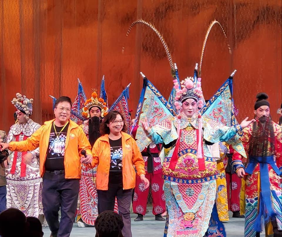 何氏夫婦創立的「日興粵劇團」,去年十一月在葵青劇場開鑼大受歡迎。