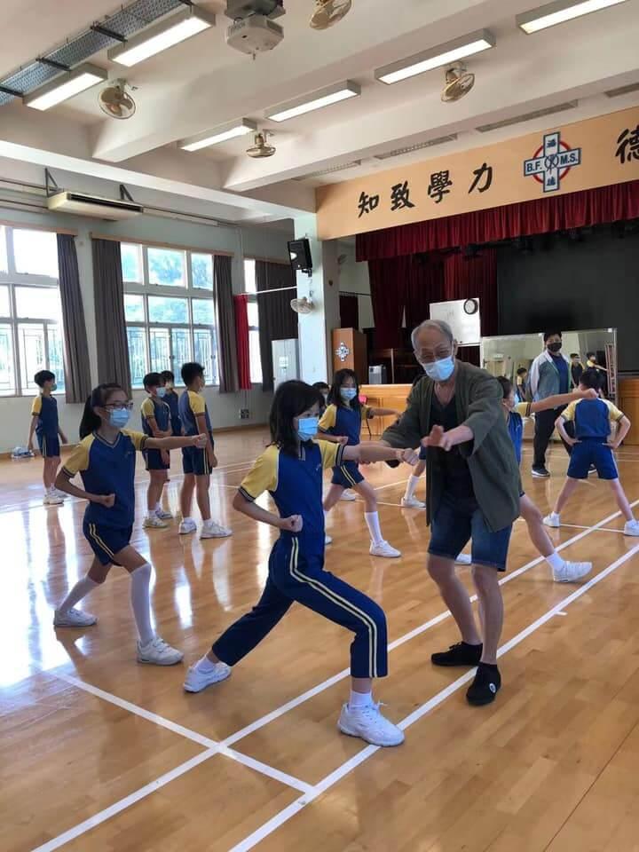 棠哥去年十一月到學校教同學們練功強身