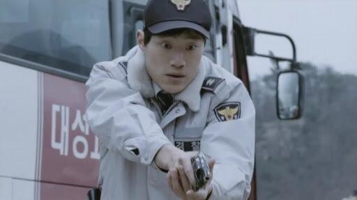 在一○年的電影《黃海》中,李熙俊飾演戲分不多的警察。