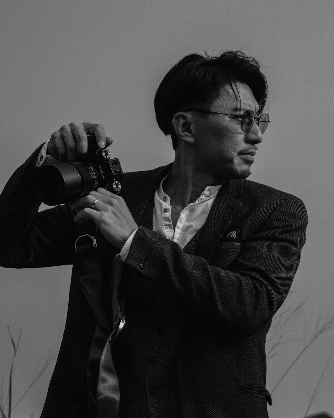 單立文與胡蓓蔚的恩受拖手照片,由袁偉豪操刀拍攝。