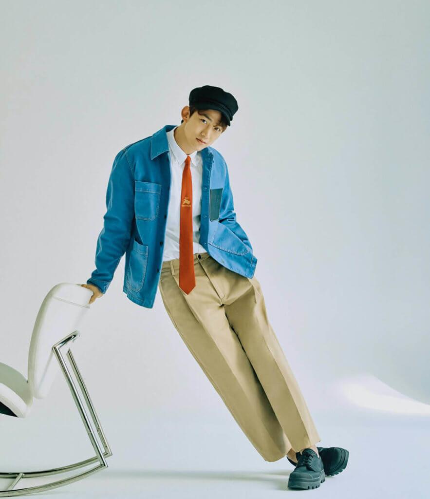 玉澤演近期為韓國雜誌《Singles》拍攝造型照,襯托清新春日氣息,也展現平時日常生活慵懶悠閒一面。