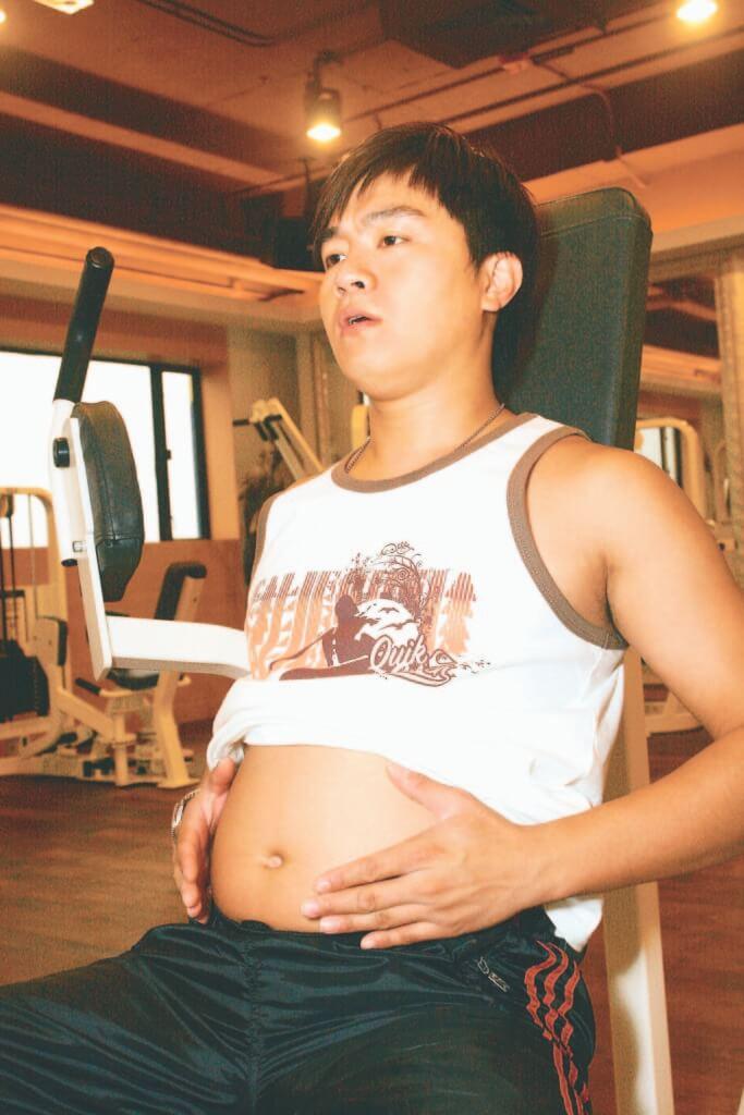 胡諾言○六年拍《肥田囍事》演肥仔,狂飲營養奶谷肥四十磅。