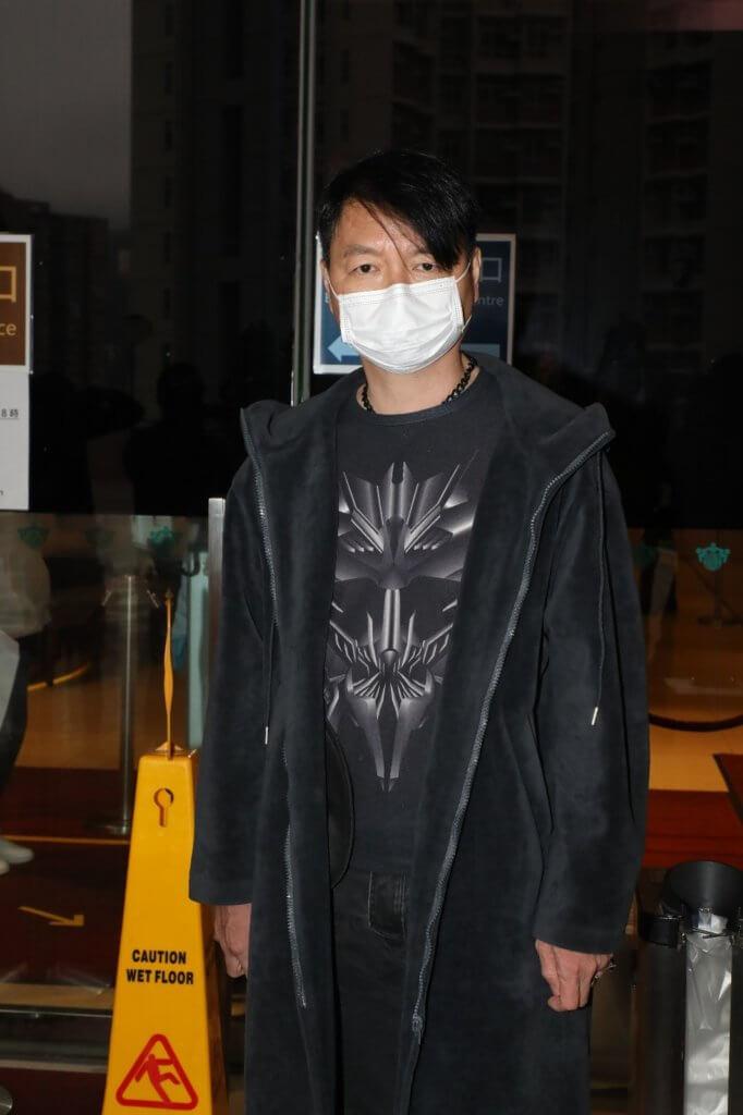 艾威到醫院探望時,表示達哥的妻兒和弟妹也在場陪伴。