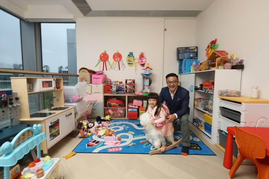 二樓的中空家庭廳成為孩子的遊戲室
