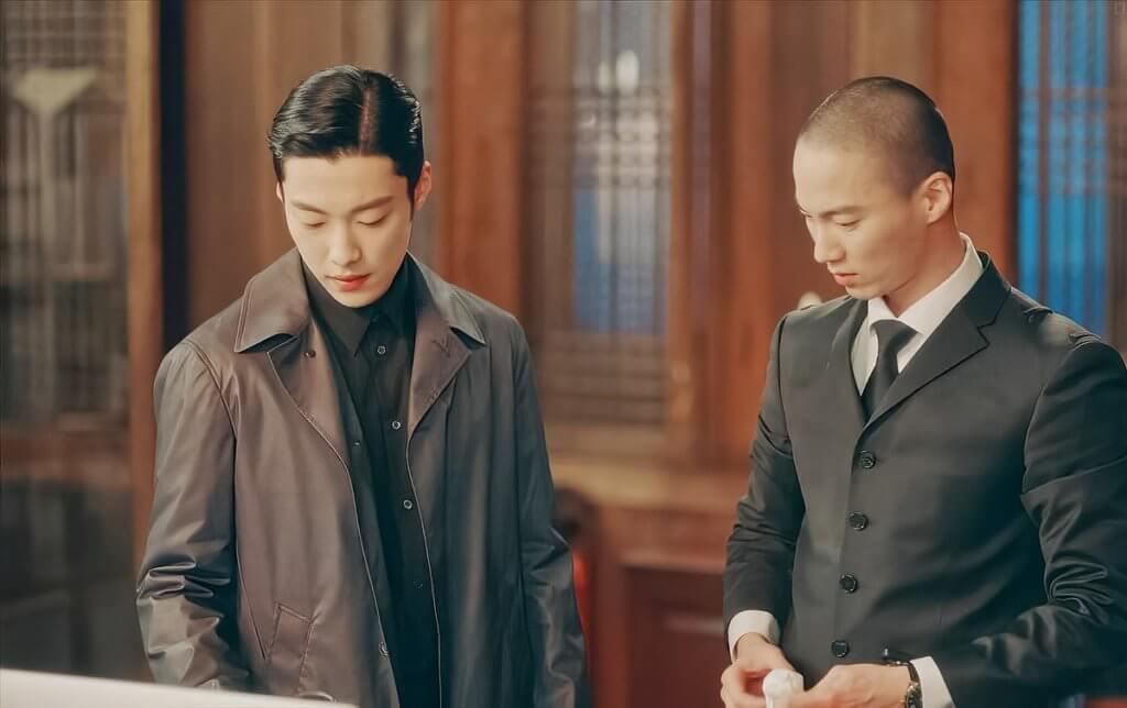 李洪耐在《The King》中跟侍衞長最多戲,而光頭造型是他想突出一點。