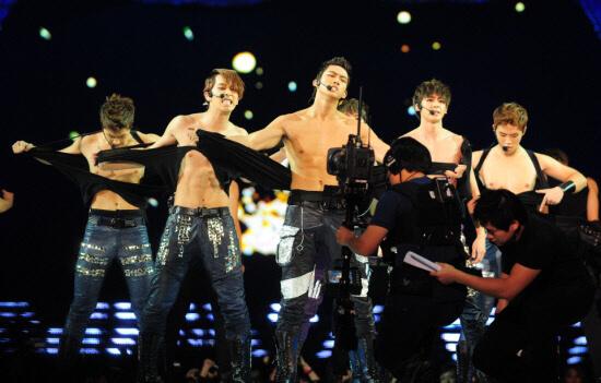 2PM的形象野性粗獷,與一眾偶像組合的青春可愛路線有別。