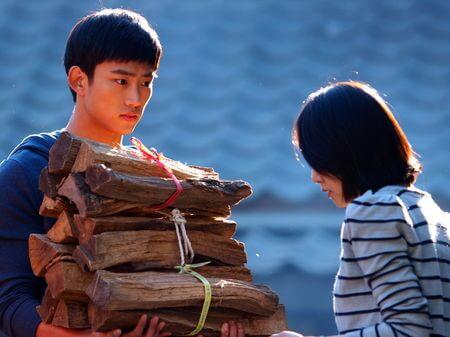 一○年,玉澤演參演首部劇集《灰姑娘的姐姐》,盡現深情。