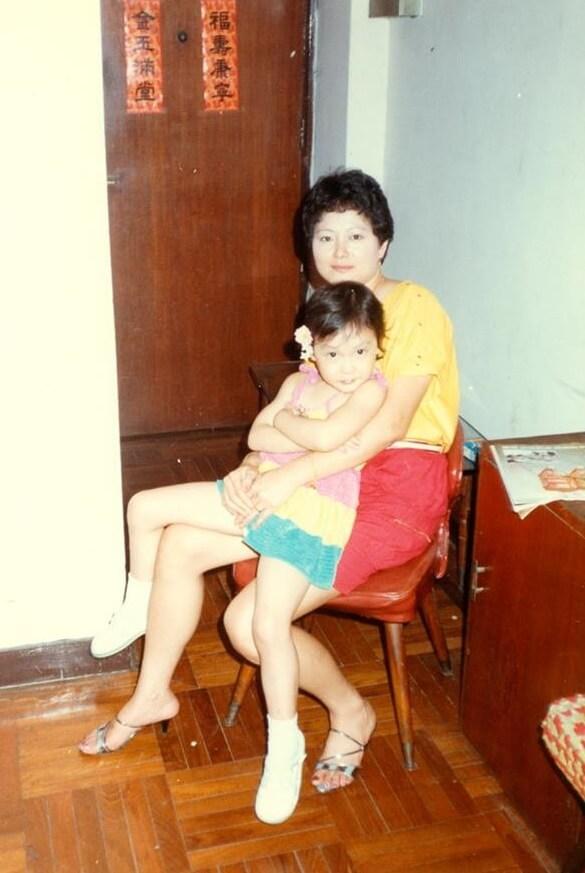 田蕊妮在荔景祖堯邨長大,與母親感情要好。