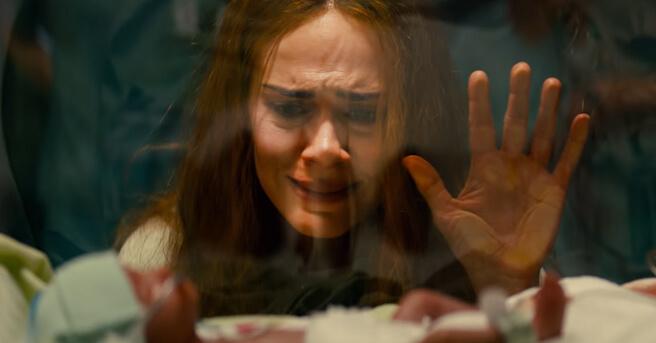 莎拉在片中曾誕下一名身體有問題的女嬰,導致她日後成為一位病態媽媽。