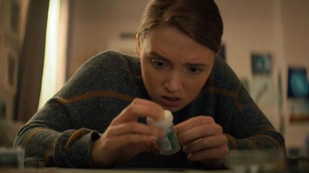 姬拉艾倫飾演的女兒發現母親給她的藥丸有奇怪,逐步揭開瘋母恐怖秘密。