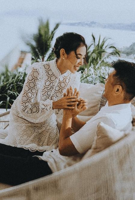 由拍拖到結婚,老公依然對她相當寵愛,十分甜蜜。