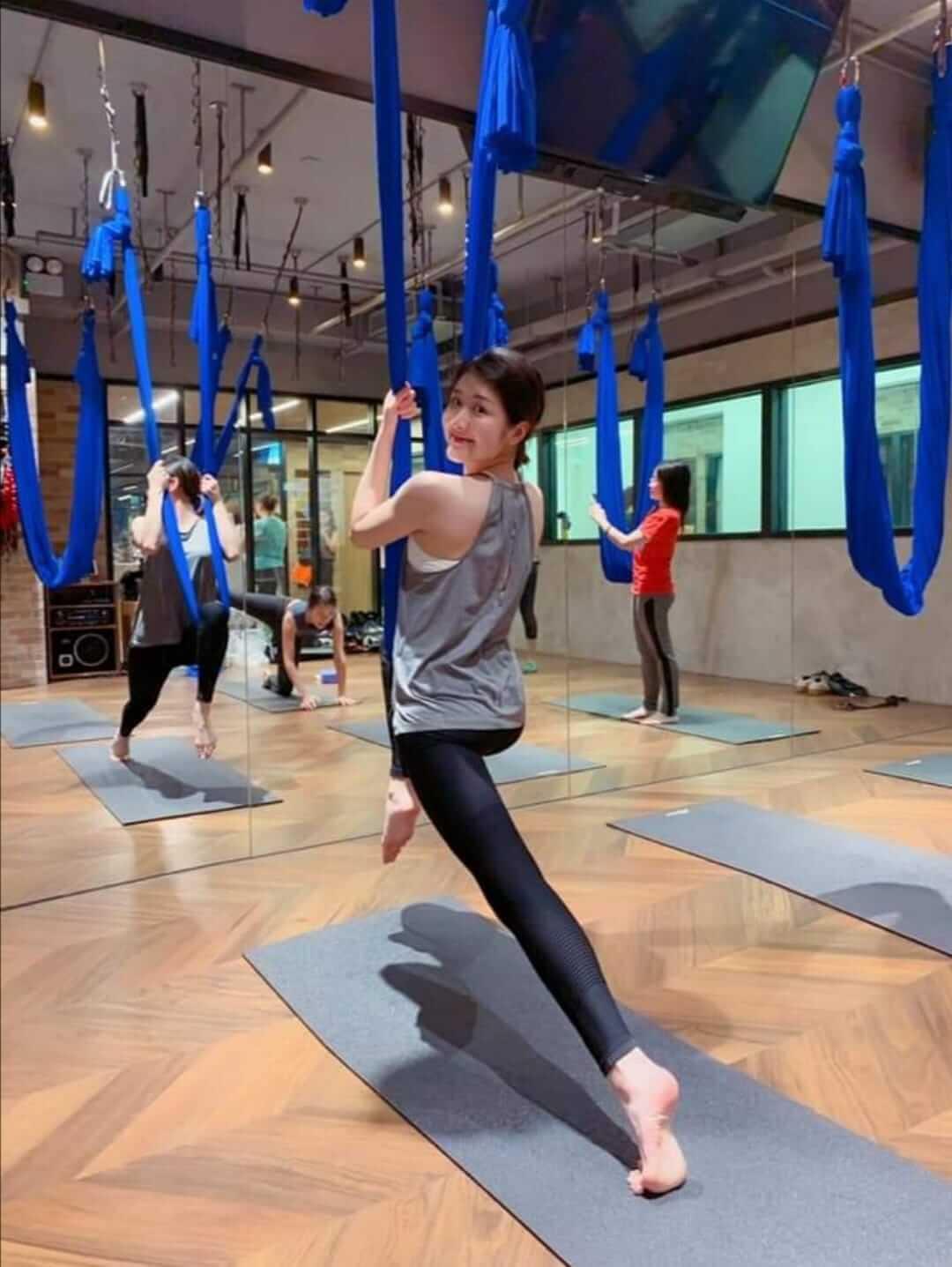 空中瑜伽每個動作都很優美,亦可令線條收緊。