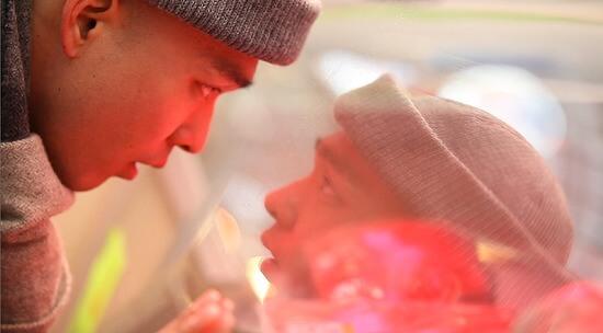 李洪耐一四年出道,首部演出作品是獨立電影《地獄花》。