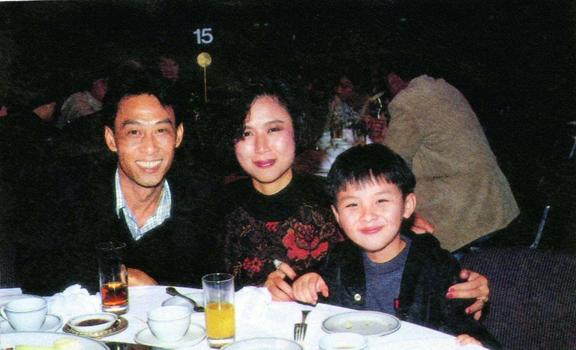 黃樹棠早年有一段婚姻,前妻病逝後, 他現在和兒子共同生活。