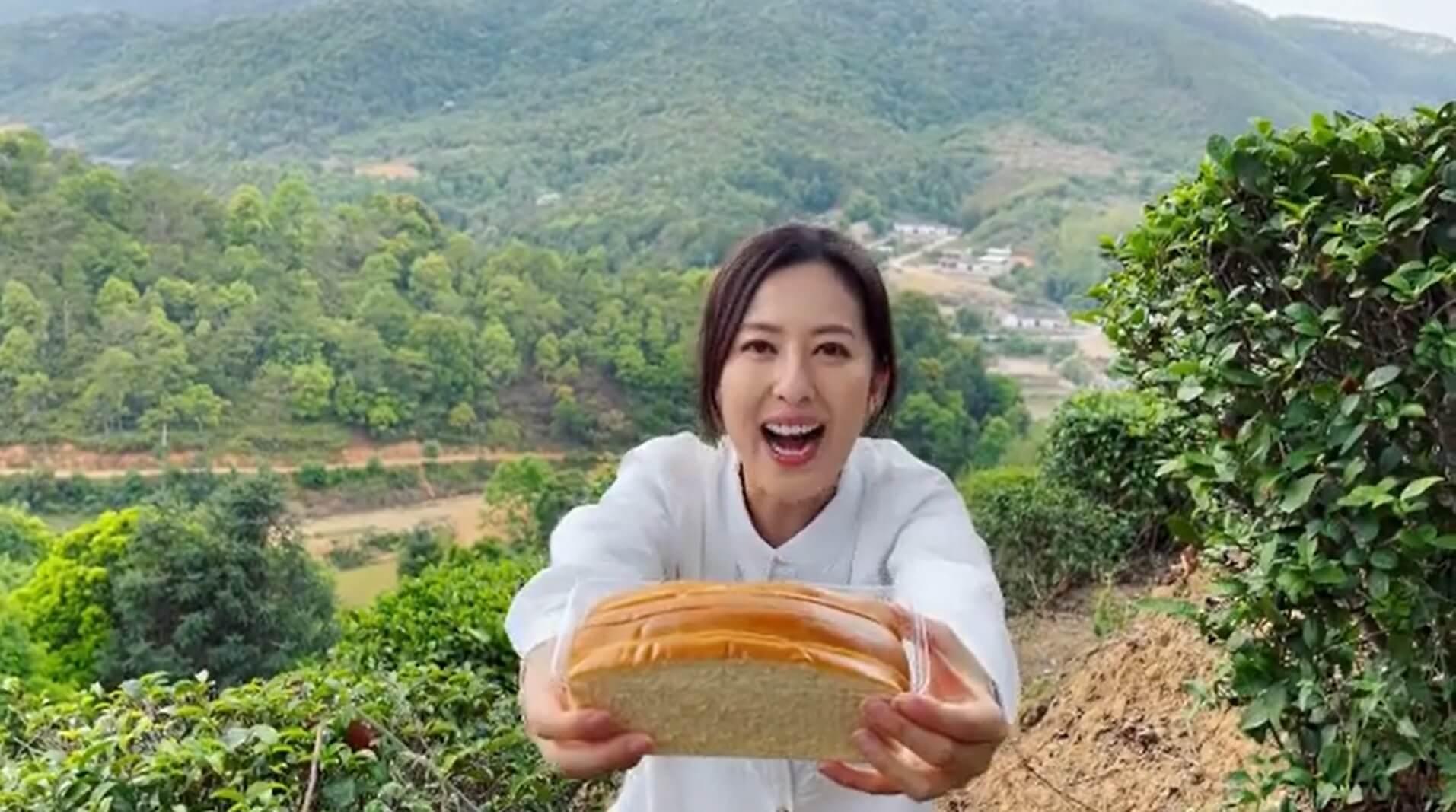 唐詩詠於深圳拍外景,遙距拍片向子善送蛋糕。