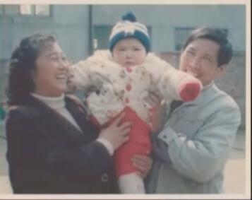 賈玲八二年出世,與媽媽李煥英的母女情只有十九年。