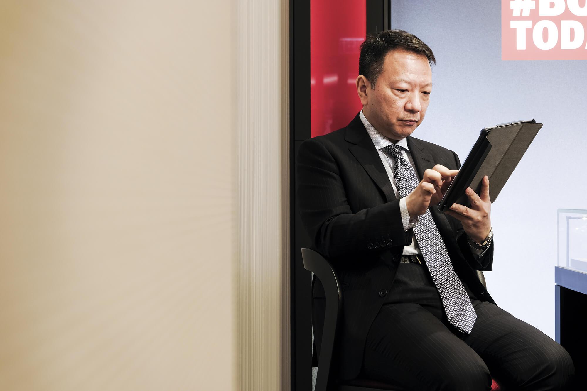 蘇麗鐘錶一直以來積極開發不同的購物模式, 陳國華透露正考慮開拓 網上銷售市場。