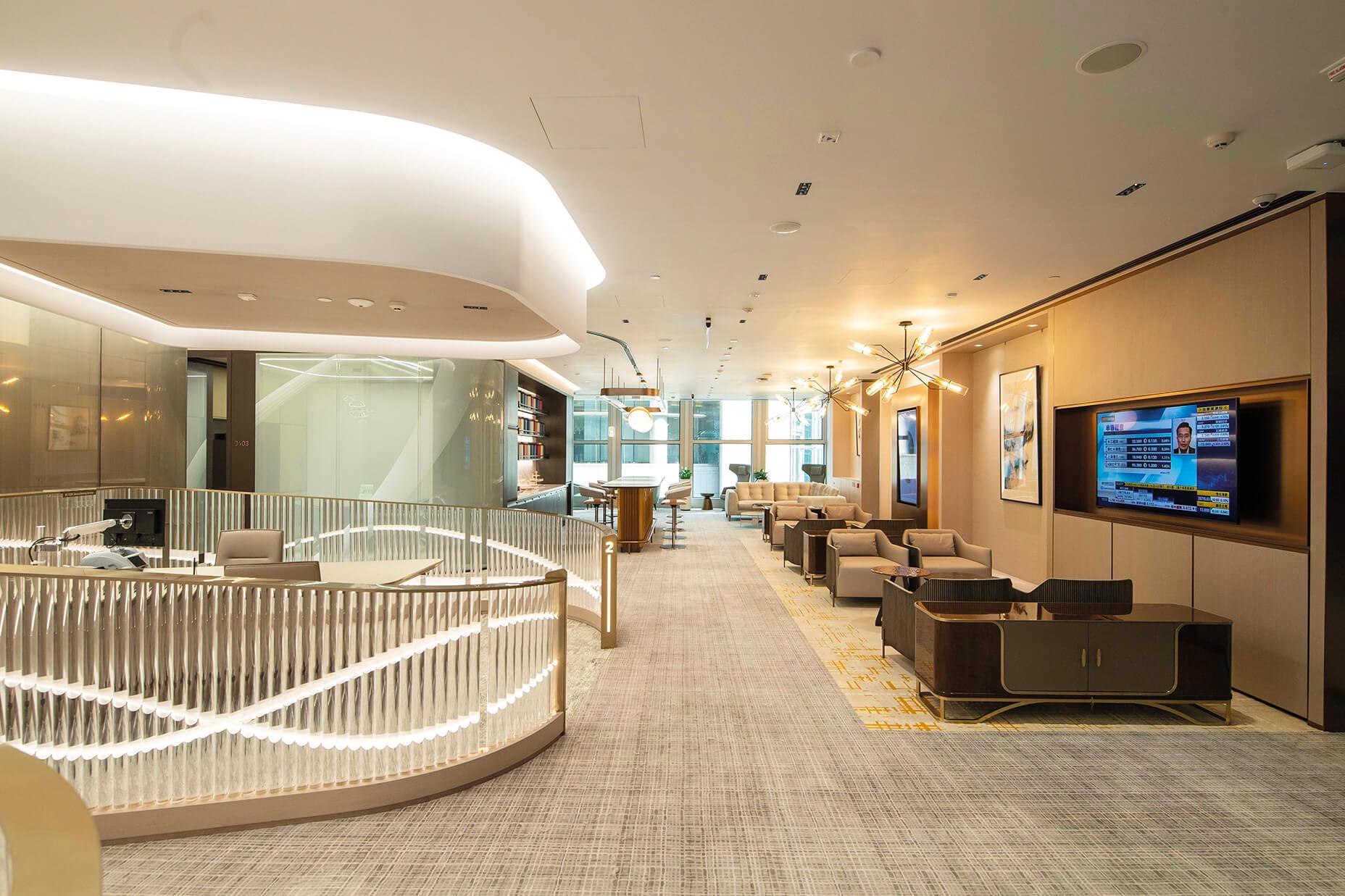 全新的Signature 優卓理財中心為客戶提供優越舒適的專屬 理財空間。