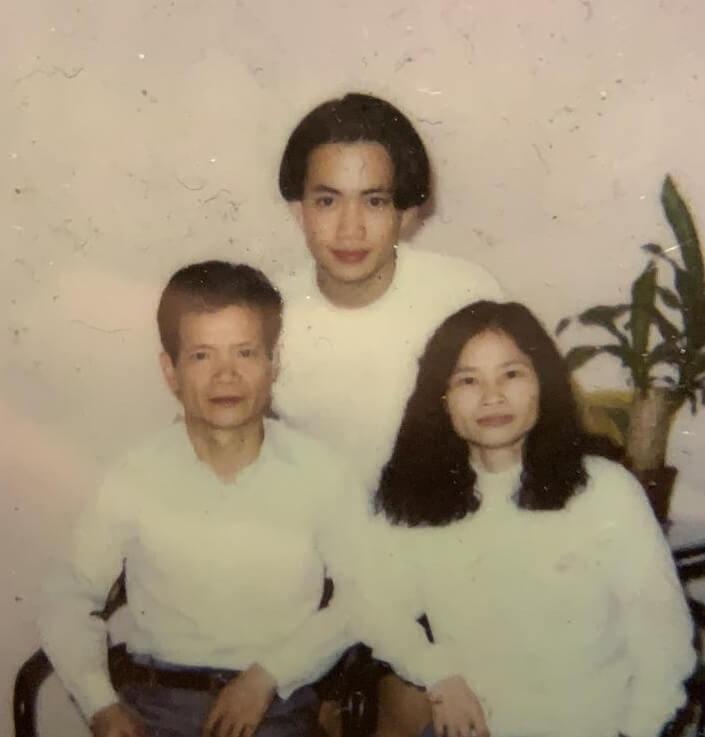 這是九二至九三年左右,敖嘉年、父親與繼母的合照。