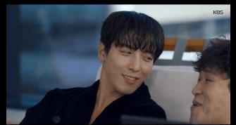 姜洪錫是韓劇的綠葉,他在劇中經常黏着鄭容和,二人戲裏戲外都有兄弟情誼。