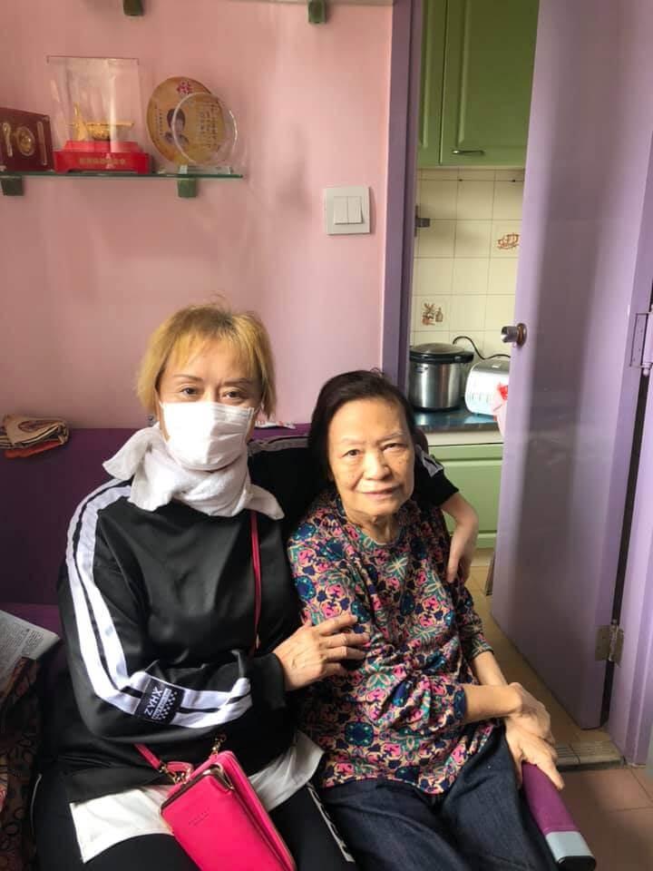 大姐明非常關心魚毛姐,就算住留醫期間也定期致電慰問。