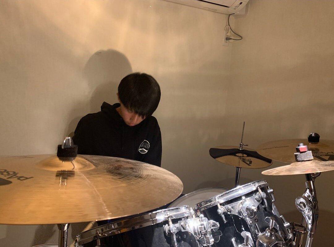 慎之介喜歡打鼓,甚有音樂天分。