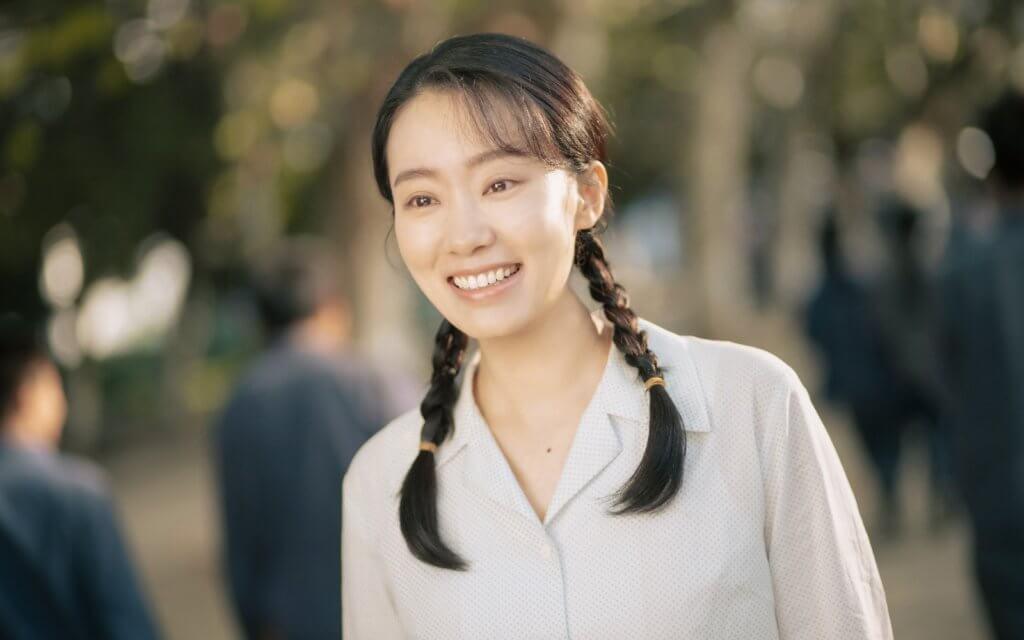 張小斐飾演李煥英年輕版,她大讚賈玲處處為別人着想,真心佩服她。