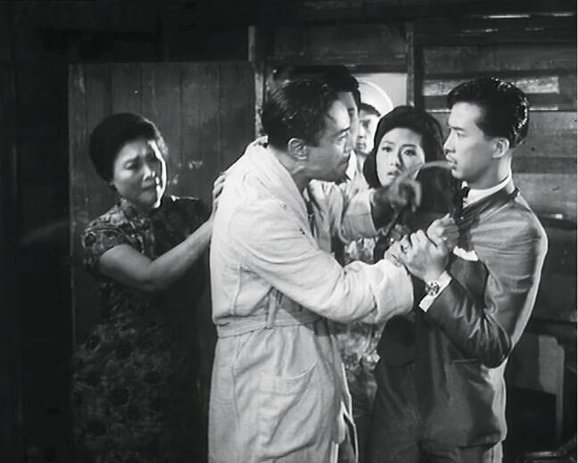 江圖首部參與電影《香港屋簷下》飾演富家子Henry,吳楚帆與苗金鳳跟他有不少對手戲。