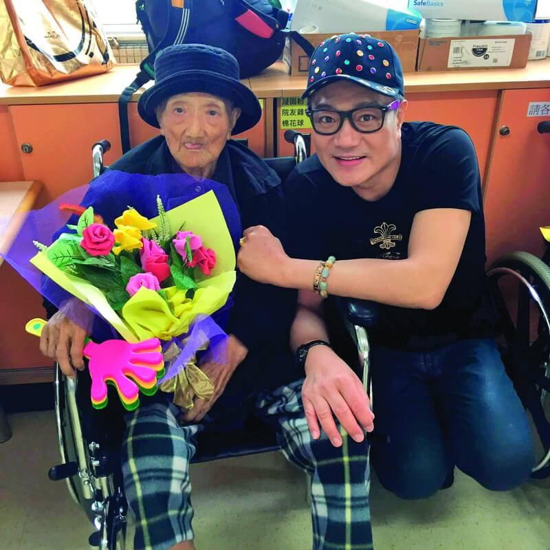 魯振順一直侍母至孝,奈何2017年媽媽離世,令他頓失所依,幸而女友出現,她認為自己是魯媽媽派來照顧他的人。