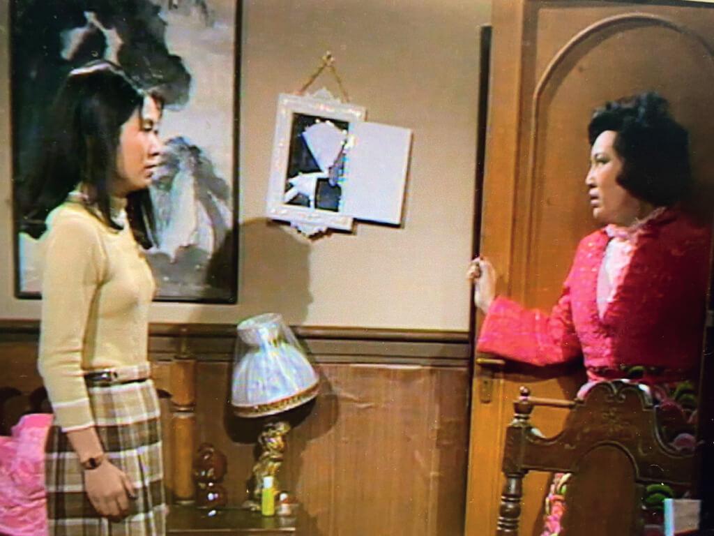 後來,一個是嫲嫲,一個是荷媽,面對面時,是說不清的恩恩怨怨。不知道拍攝那些場面時,李司棋和李香琴的腦海可有回放曾幾何時有過的這一幕,母女情仇。