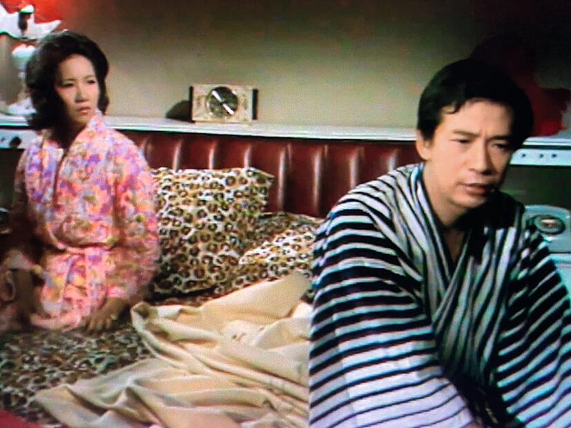 江濤,又名江圖,一九六四年參演了電影《香港屋簷下》,一九七一年轉戰麗的電視,第一部劇集是改編嚴沁原著的《煙水寒》,第二部《家春秋》。一九七五年加入無綫,短暫停留兩年。《春殘》中與前同事,也是初來埗到的佩雲演對手戲。