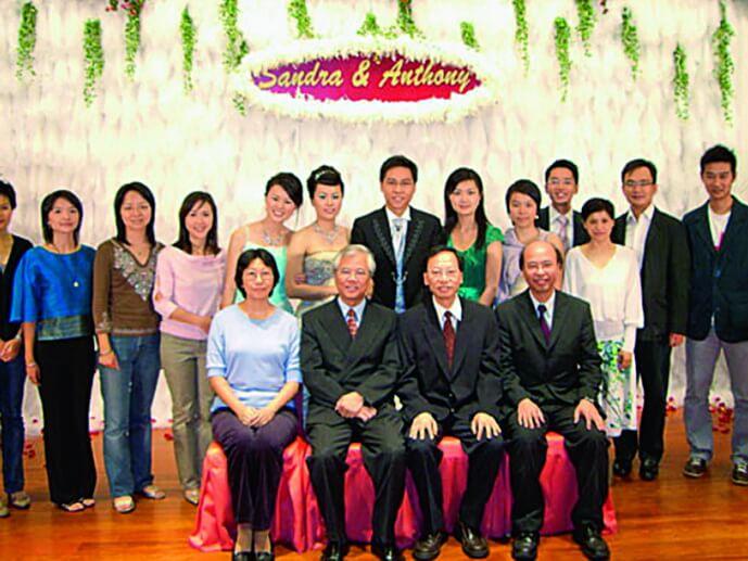 方東昇○六年迎娶主播吳先瑩的妹妹吳先玲,在龍堡國際賓館筵開三十多席。