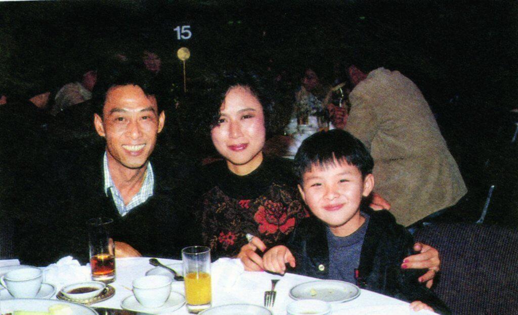 棠哥和太太離婚後,兒子黃榮璋曾和媽媽生活,直至0五年媽媽癌病去世後,才開始與棠哥生活。
